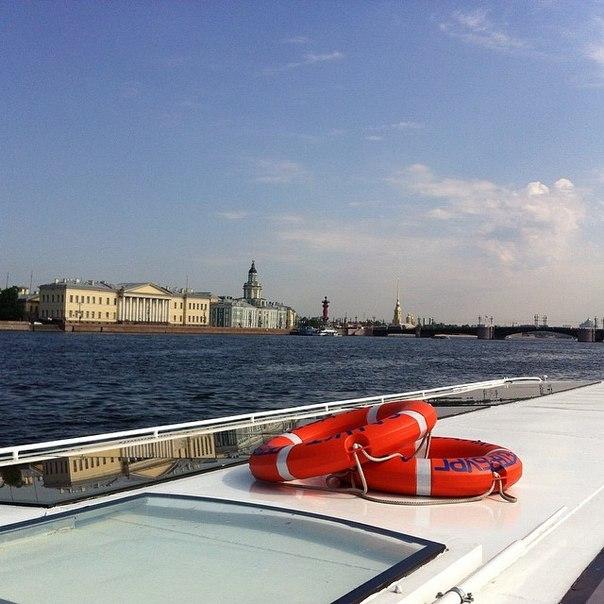 Нева непередаваемо красива! Третий день - отдых, путешествия по воде и незабываемый Петергоф!